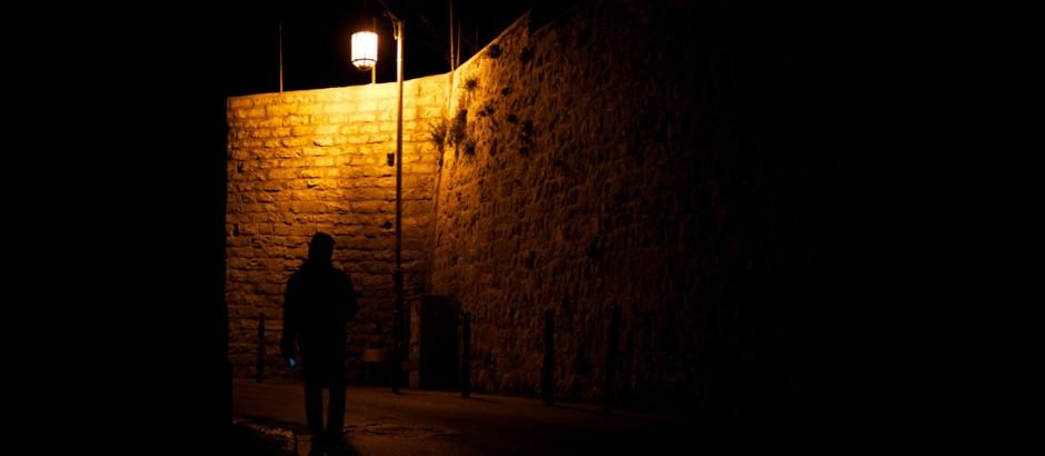 Seul dans l'obscurité